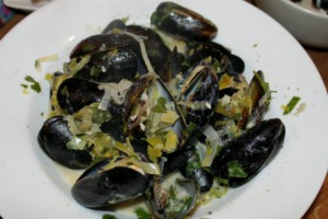 bowl of mussels close